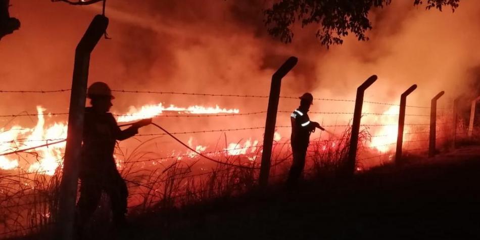 Bomberos controlaron incendios en cinco municipios de Cundinamarca
